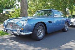 Aston Martin DB5 in metallisches ` karibischem Perle ` Blau lizenzfreies stockfoto