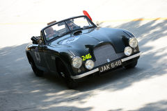 1952 Aston Martin DB2/4 in Mille Miglia Stock Foto