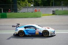 Aston Martin Korzystny V8 w akci Obrazy Stock