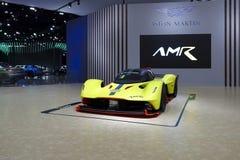 Aston Martin-Luxussportwagen auf Anzeige in Autoausstellung 2019 stockbild