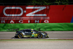 Aston Martin Racing V8 fördelGTE testar på Monza Royaltyfri Fotografi