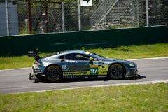 Aston Martin Racing V8 fördelGTE testar på Monza Royaltyfri Bild