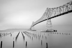 """Astoria†""""Megler bro och gamla pirpilings royaltyfri foto"""