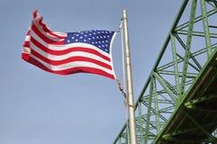 Astoria水平的桥梁和的旗子,俄勒冈 免版税库存图片