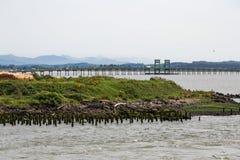 Astoria-Brücke über Uferdamm hinaus Lizenzfreie Stockfotos