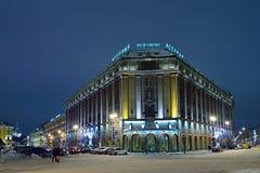 Astoria-Hotel nachts im Winter Lizenzfreie Stockbilder