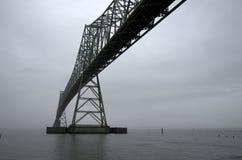 Astoria Megler桥梁在groomy天 免版税图库摄影