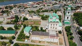astra 易三仓礼拜堂和阿斯特拉罕克里姆林宫的钟楼 俄罗斯视图从上面 影视素材