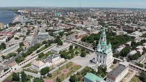 astra 易三仓礼拜堂和阿斯特拉罕克里姆林宫的钟楼 俄罗斯视图从上面 股票视频