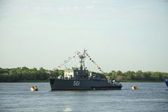 ASTRAKAN, RUSLAND 28 JULI 2018: De oorlogsschepen van de Kaspische Vloot royalty-vrije stock fotografie