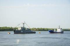 ASTRAKAN, RUSLAND 28 JULI 2018: De oorlogsschepen van de Kaspische Vloot stock fotografie