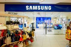 ASTRAKAN RYSSLAND - AUGUSTI 16, 2014: Samsung shoppar på Fotografering för Bildbyråer
