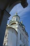 Astrakankyrka i solig dag Fotografering för Bildbyråer