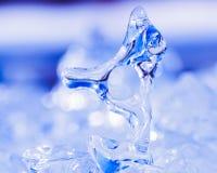 Astrattismo congelato della natura della scultura di ghiaccio naturale Fotografie Stock