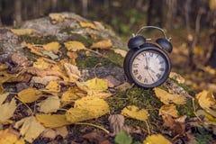 Astrazione del paesaggio di autunno Regredisce il tempo Ora legale fotografia stock libera da diritti