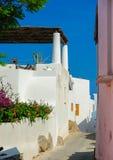 Astreet sur l'île de Panarea, Italie Photos stock