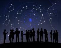 Astrologie-Horoskop spielt Sternzeichen die Hauptrolle Stockfotografie