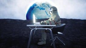 Astronaut auf dem Mond, der mit Notizbuch arbeitet Wiedergabe 3d Stockfotos
