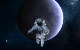 Astronaut auf Hintergrund des Mondes Fokus ein: Ausschnitts-Pfad Erdevenus-MercuryWith Zukunftsromane stockbilder