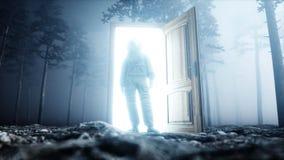Astronaut in de bos Lichte poortdeur van de mistnacht landende plaats 4K animatie het 3d teruggeven Stock Fotografie