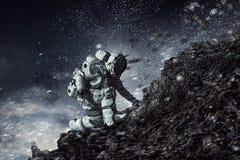 Astronaut, der beginnt zu laufen Gemischte Medien Stockbild
