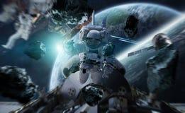 Astronaut die aan een ruimtestation 3D teruggevende elementen werken van Th Stock Foto's