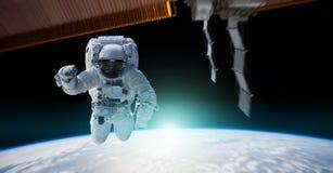 Astronaut die aan een ruimtestation 3D teruggevende elementen werken van Th Royalty-vrije Stock Foto's