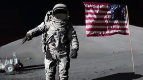 Astronaut die de Amerikaanse vlag groeten Sommige elementen van deze die video door NASA wordt geleverd stock video