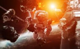 Astronaut die in ruimte 3D teruggevende elementen van dit beeld drijven Stock Fotografie