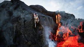 Astronaut entgeht vom Krater des Vulkans Super realistisches Konzept Wiedergabe 3d stock abbildung