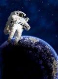 Astronaut i avstånd Arkivbild
