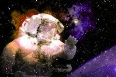 Astronaut im Weltraum Elemente dieses Bildes geliefert von der NASA lizenzfreie stockfotos