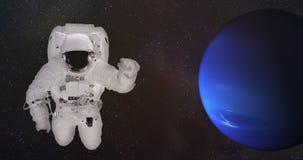 Astronaut im Weltraum nahe dem Neptun stockfotografie