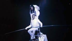 Astronaut klätt aktörjämviktsSimet hjul under Ringling Arkivfoto