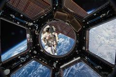 Astronaut in kosmische ruimte royalty-vrije stock afbeelding