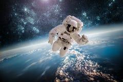 Astronaut in kosmische ruimte Stock Foto's