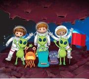 Astronaut och främlingar på den samma planeten Royaltyfri Bild