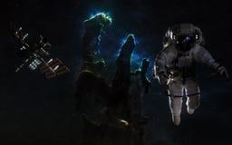 Astronaut och ISS på bakgrund av pelare av skapelsen Härligt djupt utrymme Beståndsdelar av bilden möblerades av NASA royaltyfri fotografi