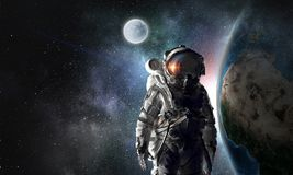 Astronauta badacz w przestrzeni Mieszani środki Obraz Royalty Free