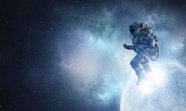 Astronauta corrido na corda Meios mistos imagem de stock royalty free