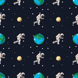 Astronauta en espacio exterior cerca de la tierra y del modelo inconsútil de la luna stock de ilustración