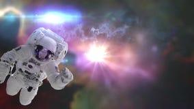 Astronauta en espacio exterior contra el contexto de las nebulosas almacen de video