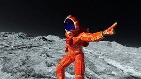 Astronauta no terno alaranjado do exo que explora e que dança ao redor