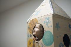 Astronauta pequeno pronto para viajar às estrelas Fotografia de Stock