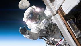 Astronauta pracuje na statku kosmicznym Elementy meblujący NASA wizerunek zbiory