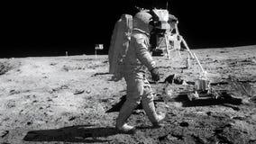 Astronauta que anda na lua video estoque