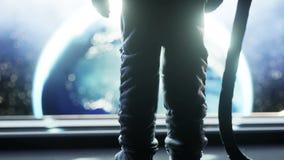 Astronauta solo in corridoio futuristico dello spazio, stanza vista della terra metraggio cinematografico 4k