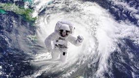 Astronauta stacjonujący przy międzynarodową stacją kosmiczną iść na spacewalk zbiory