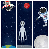 Astronauta y banderas verticales extranjeras Imagen de archivo
