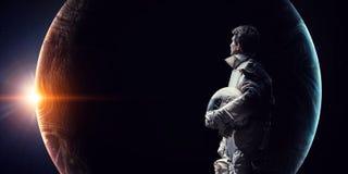 Astronauta y el tema abstracto de la tierra del planeta ilustración del vector